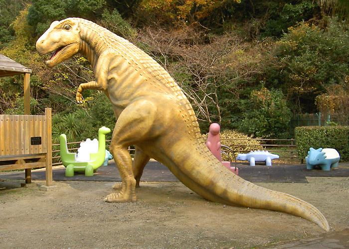 公園のティラノサウルス
